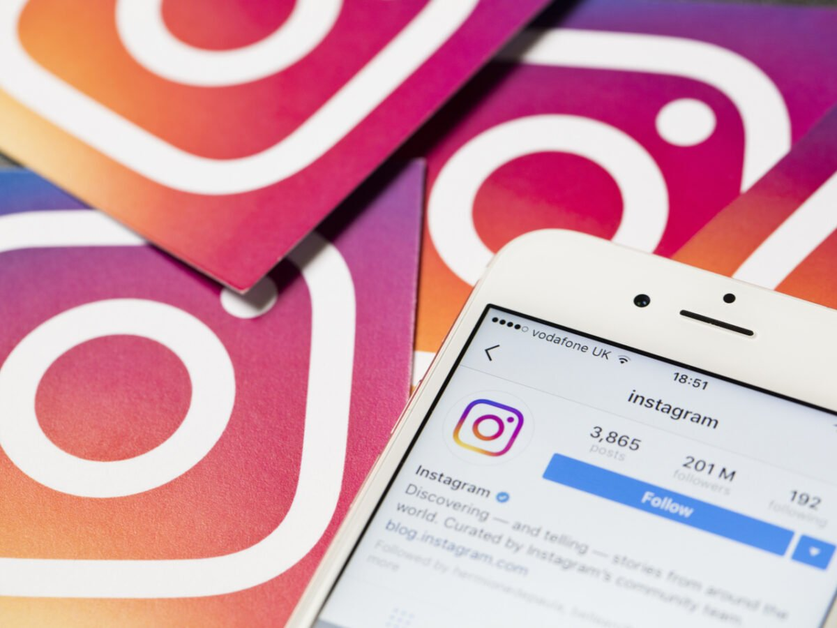 How to change email address on Instagram?