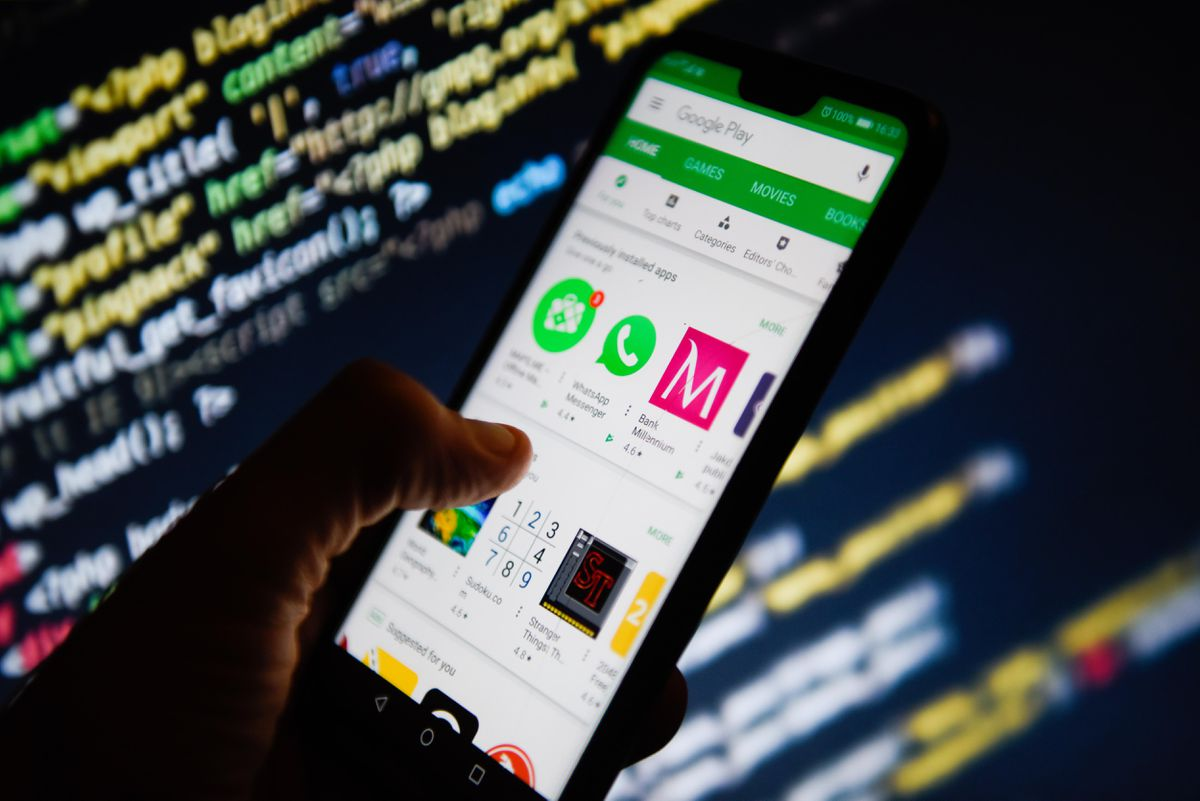 Google banned 240 Android apps for unauthorized advertisements