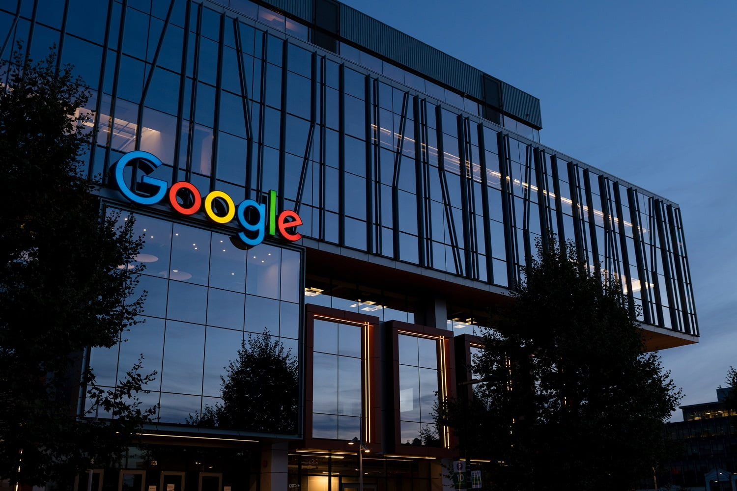 How Google strengthens its search and ads monopoly?
