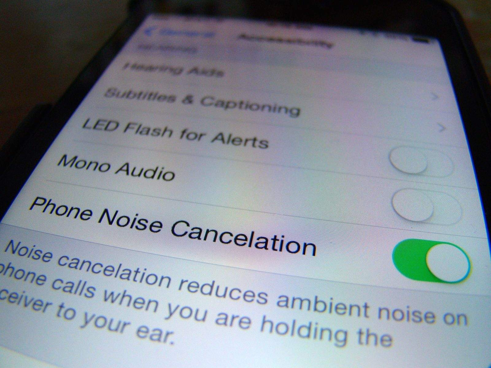 How to activate noise cancelation on the iPhone?