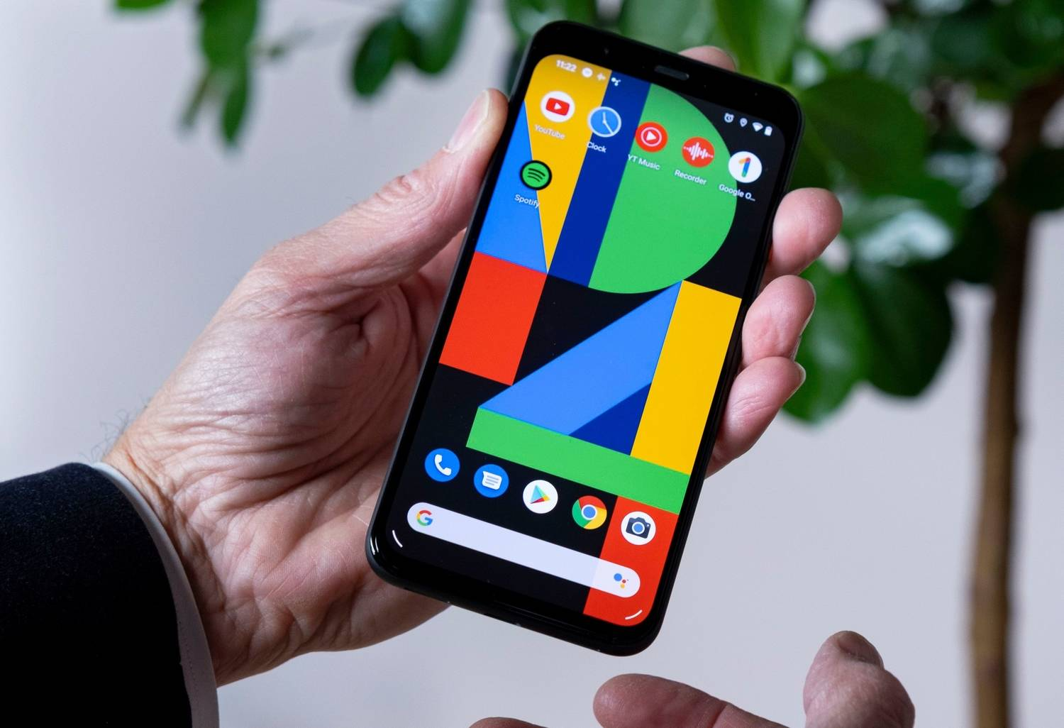 How to put contacts on the home screen of an Android?