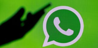 How to change the background of WhatsApp conversations?