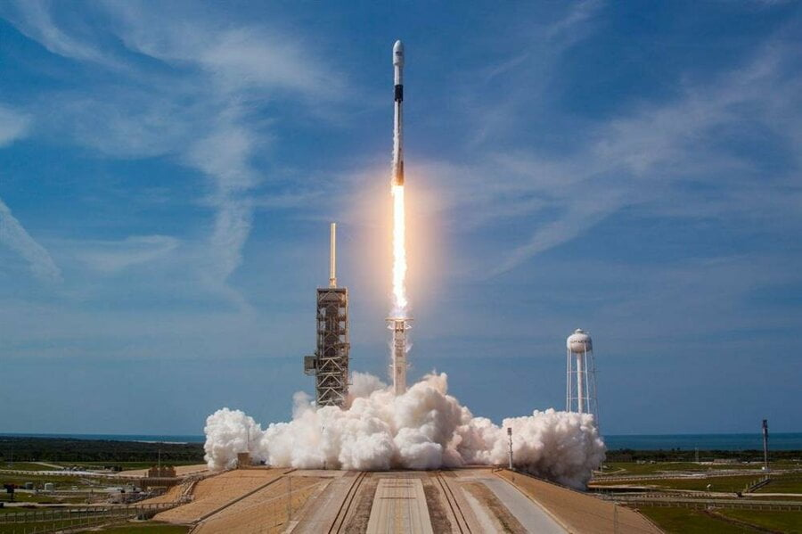 SpaceX successfully launches the 100th Falcon 9 mission