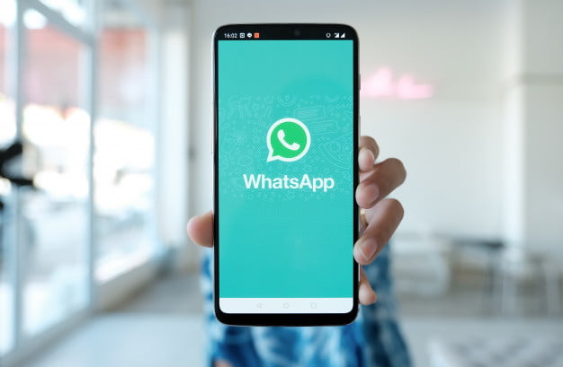 How to share a YouTube video on a WhatsApp status?