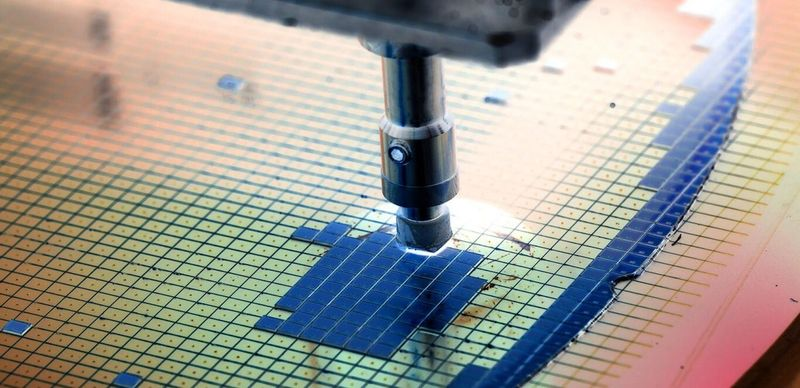 EU weighs deal with TSMC or Samsung to set up chip fab