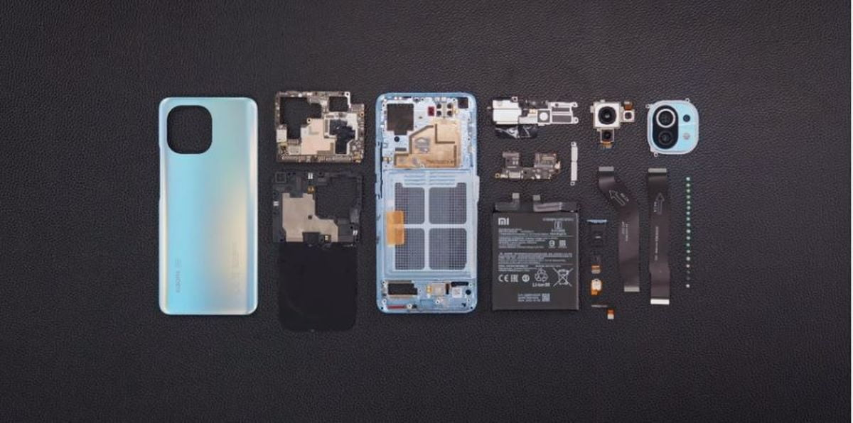 Xiaomi disassembles the Mi 11 so you can see what it's like inside