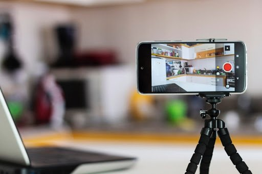 How to use a smartphone as a webcam?