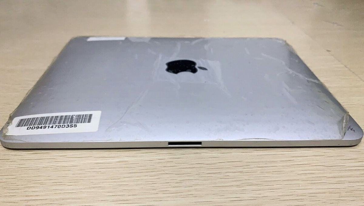 A prototype of the original iPad shows how Apple considered a dual connector for horizontal use