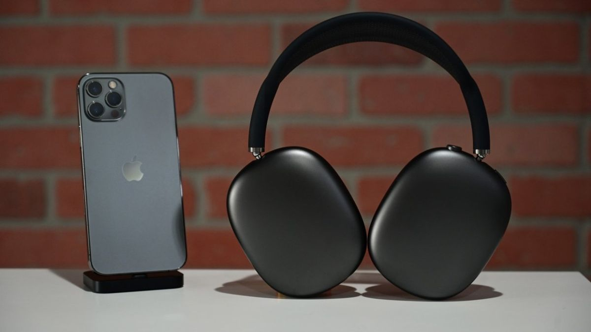 Apple releases firmware update for AirPods Max