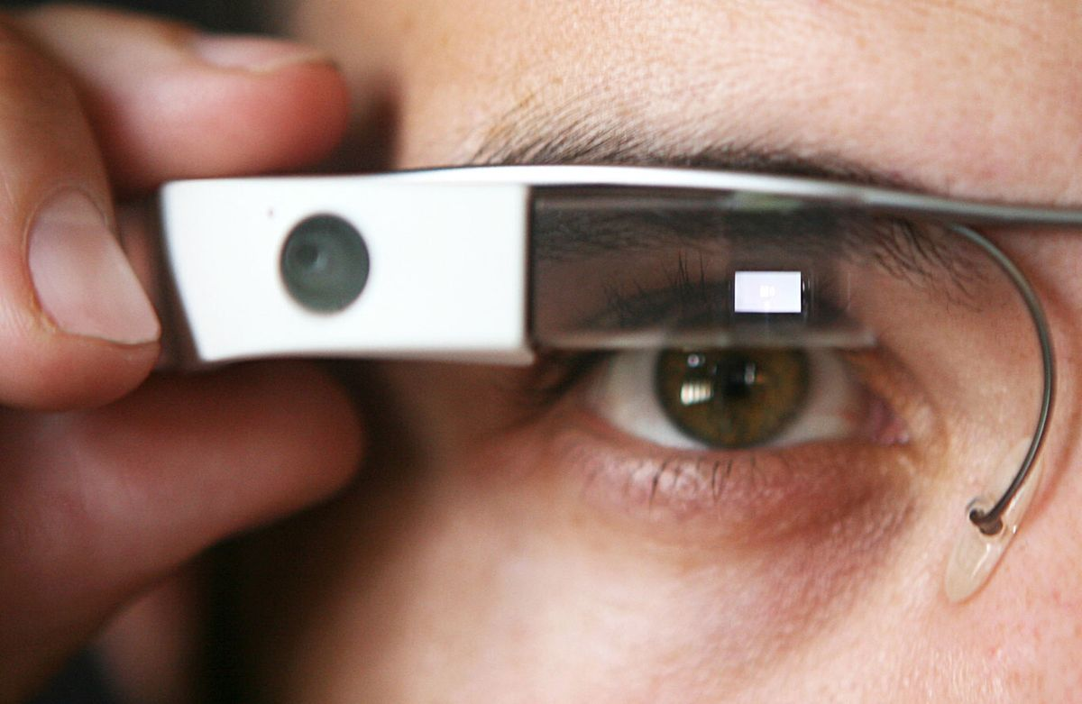 Mixed reality glasses by 2022, augmented reality by 2025, and contact lenses by 2030 are how Ming-Chi Kuo sees Apple's future