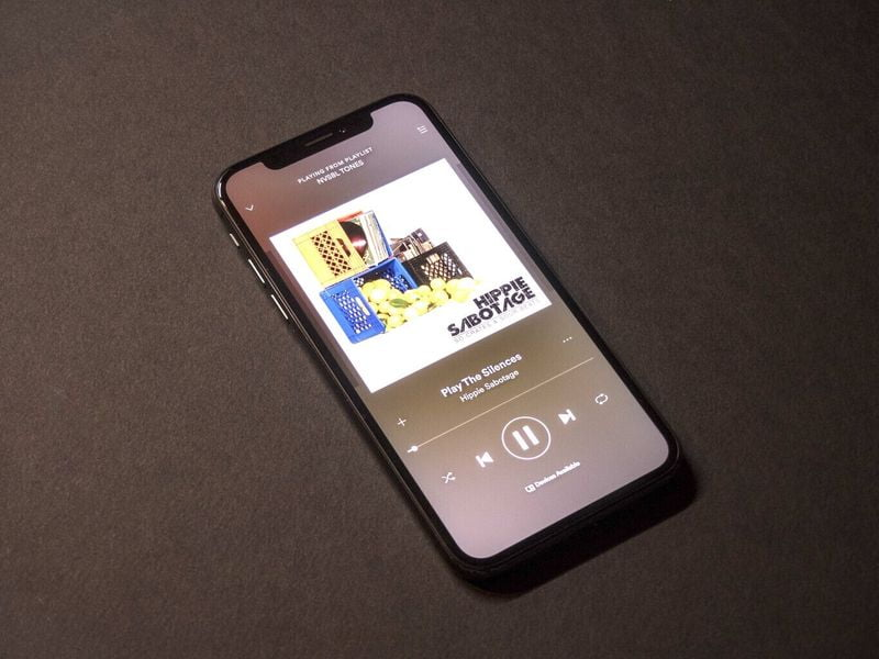 Spotify may overtake Apple as podcast leader, eMarketer forecasts