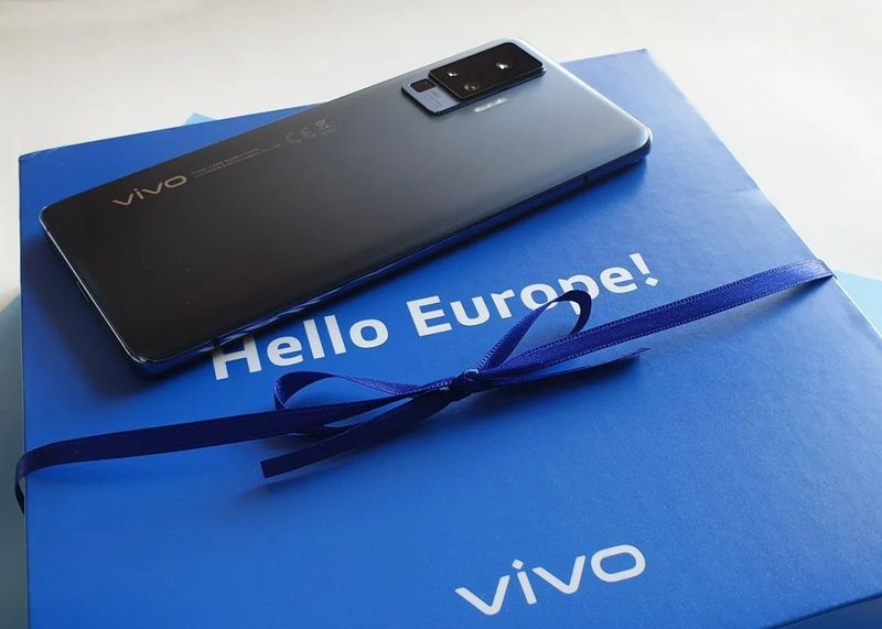 Airline vetoes VIVO cell phones after shipment of them caught fire