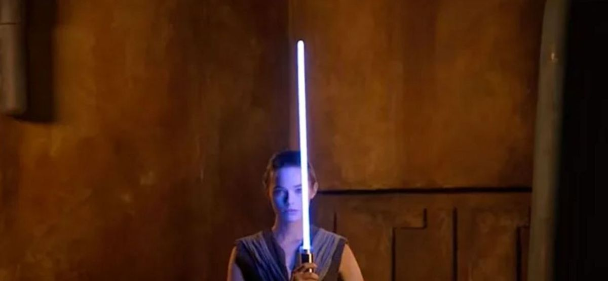 """Star Wars: Disney reveals its """"real"""" lightsaber, how much will it cost?"""