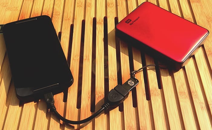 How to connect an HDD to a smartphone?