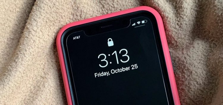 Is it true that a black wallpaper saves battery life?