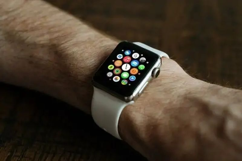 What does the red dot icon on Apple Watch mean?
