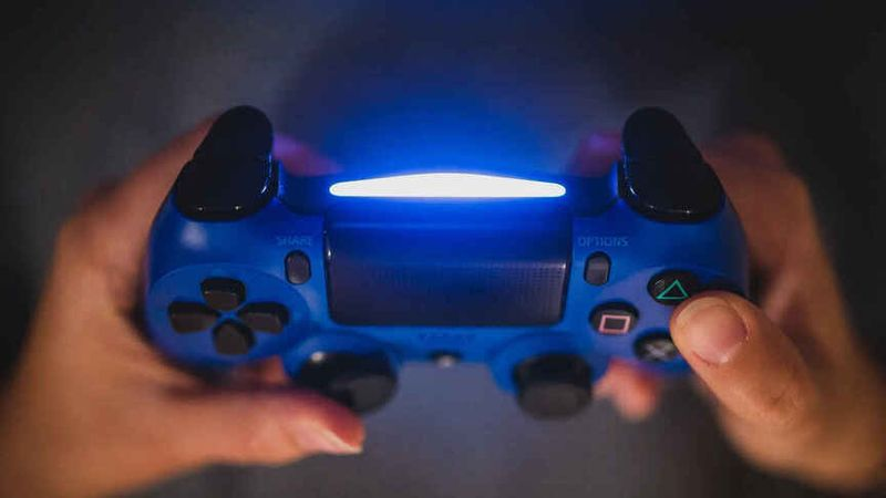 China imposes a limit of 3 hours of video games per week for minors under 18 years of age