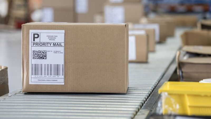 How much do new package delivery technologies pollute?