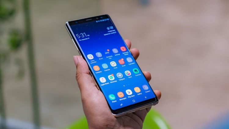 How to customize the lock screen in Samsung One UI?