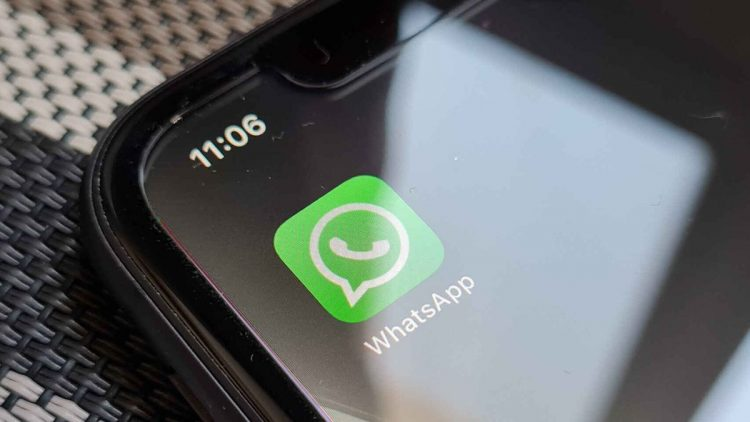 WhatsApp is testing peer-to-peer money transfers and multi-device support