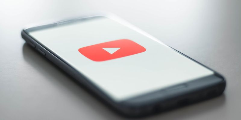 YouTube tests comment translation in iOS and Android