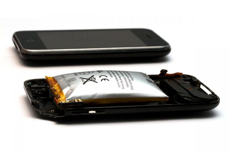 Smartphone battery has swollen: Why is this happening, and what to do?