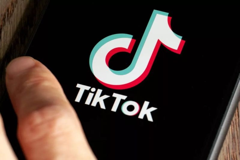 How to remove the TikTok red filter in videos from cell phones?