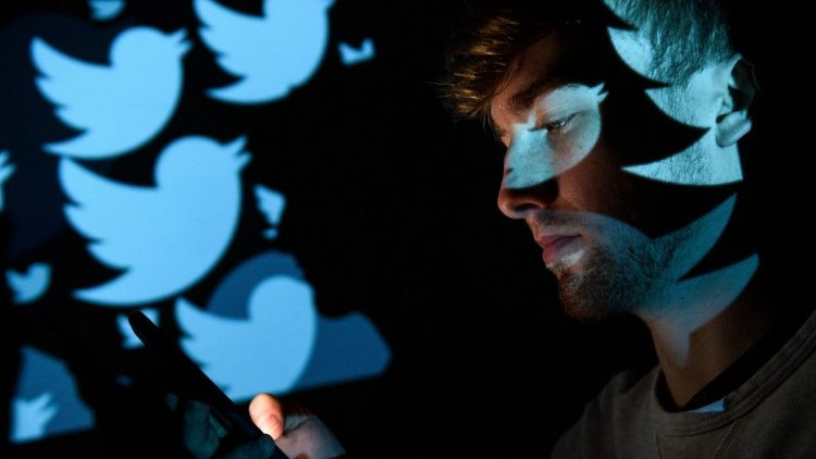 Twitter temporarily stops testing with reactions