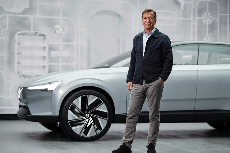 Volvo changes its logo for the electric era