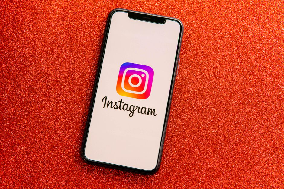 How to react to Instagram direct messages (DM) with emojis?